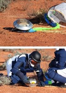 La capsula Hayabusa con il suo paracadute e le squadre in recupero