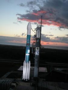 La sonda Deep Impact a bordo del razzo Delta II sulla rampa di lancio.