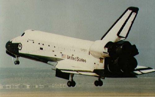 Il Columbia ripreso all'atterraggio alla conclusione di una precedente missione.