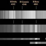 Fig.17 - Lo spettro della nova V 2491 CYG messo a confronto con quello della vicina stella SAO 68730 di classe spettrale A 5 III. Evidente la coincidenza delle righe della serie di Balmer: in assorbimento in SAO 68730 ed in emissione per la V 2491 CYG.