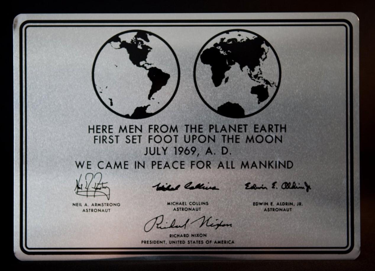 Riproduzione della Targa della Missione Apollo 11