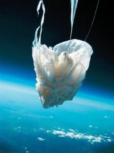 La discesa con il paracadute nel volo STSp-1