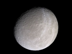 Rhea fotografata da Cassini