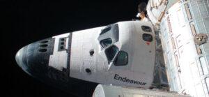 Una foto dello shuttle Endeavour ripreso in attracco alla ISS