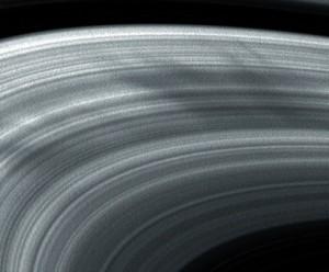 Spokes su Saturno ripresi dalla sonda Cassini