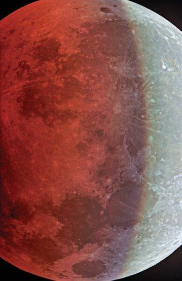 L'eclisse del 16 agosto 2008 ripresa compositando 8 singole immagini in HDR, tecnica che permette di rappresentare correttamente esposte sia la parte illuminata che quella in ombra nella fase parziale dell'eclisse