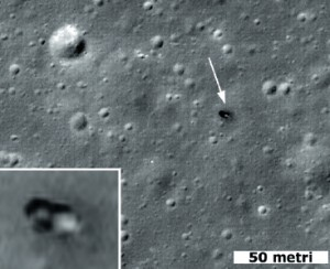 Una porzione della foto ad alta risoluzione realizzata dalla sonda Lunar Reconnaisance Orbiter all'interno del cratere Le Monnier, dove da quasi 40 anni riposa il glorioso Lunikhod 2